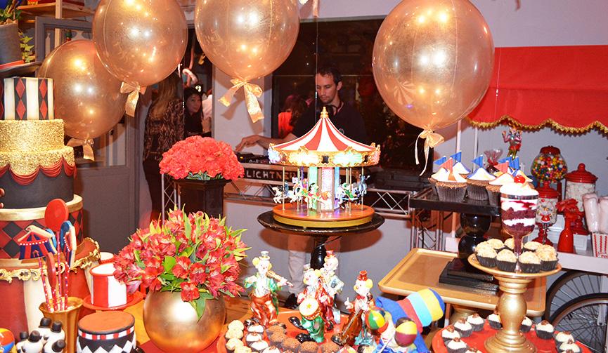 Mesa festa com balões