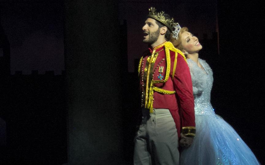 Príncipe encantado e a Cinderella