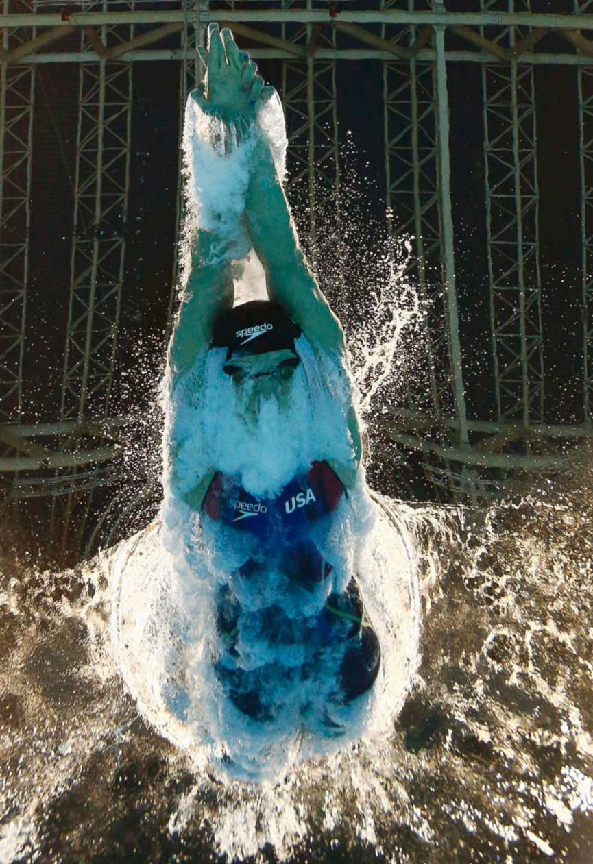 Katie-Ledecky-of-USA-dives-into-the-pool-on-her-way-to-winning-the-gold-medal-in-the-women-200m-freestyle-final