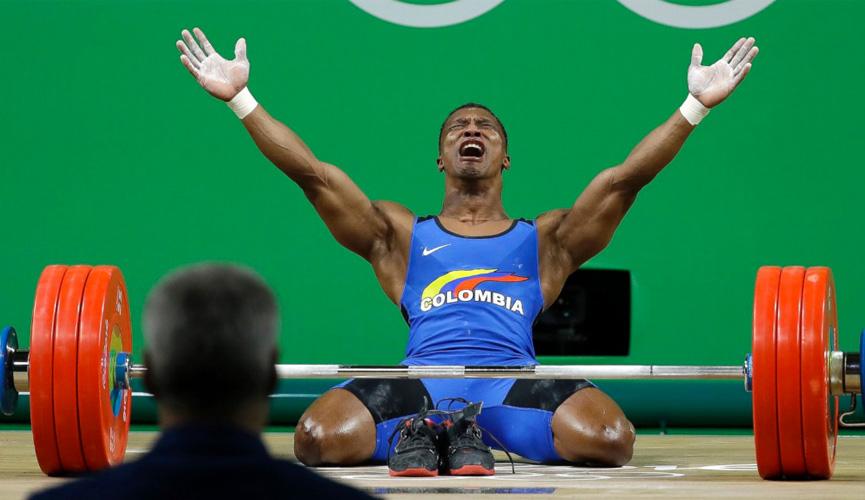 Oscar Albeiro Figueroa Mosquera comemora medalha de ouro