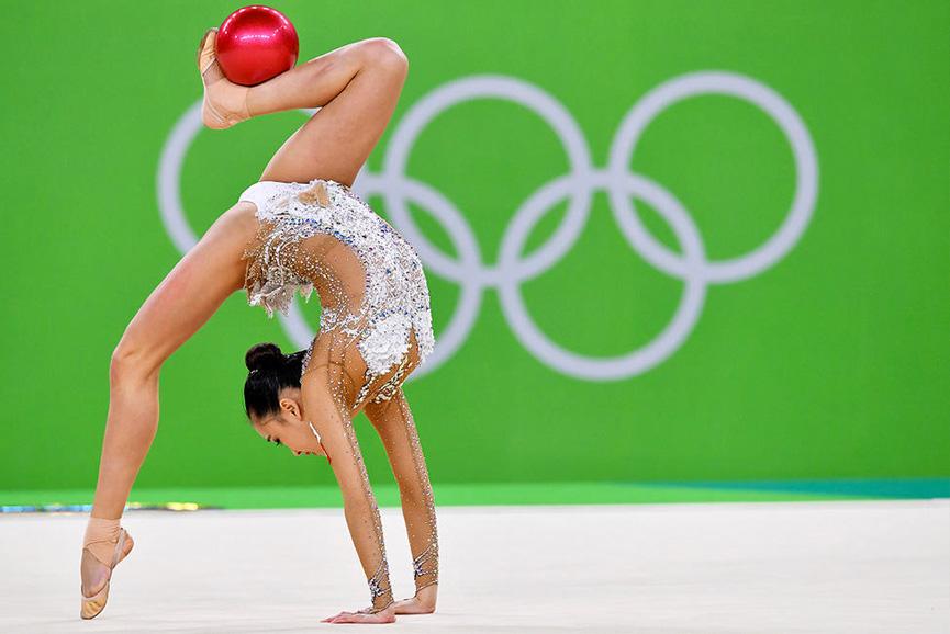 Son Yeon Jae na ginástica ritmica - Rio 2016