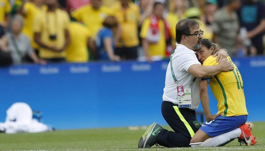Marta chora após eliminação para a Suécia nas Olimpíadas do Rio 2016