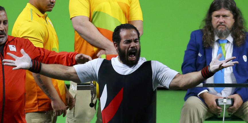 O egípcio Osman Sherif que bateu o recorde mundial em levantamento de peso na categoria 59 kilos