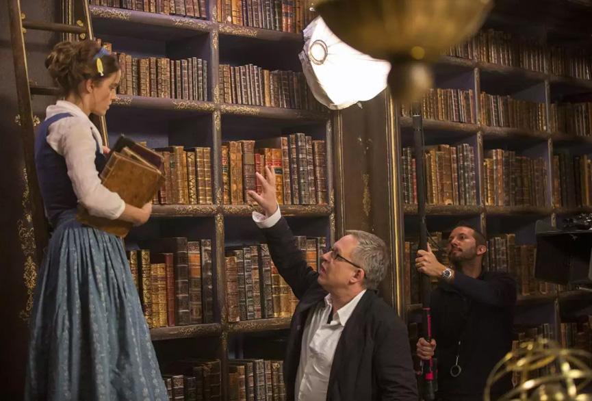 Emma Watson recebe instruções do diretor