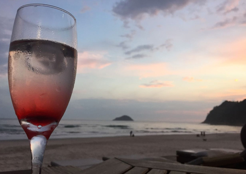 nau-royal-por-do-sol-brinde-drink-camburi